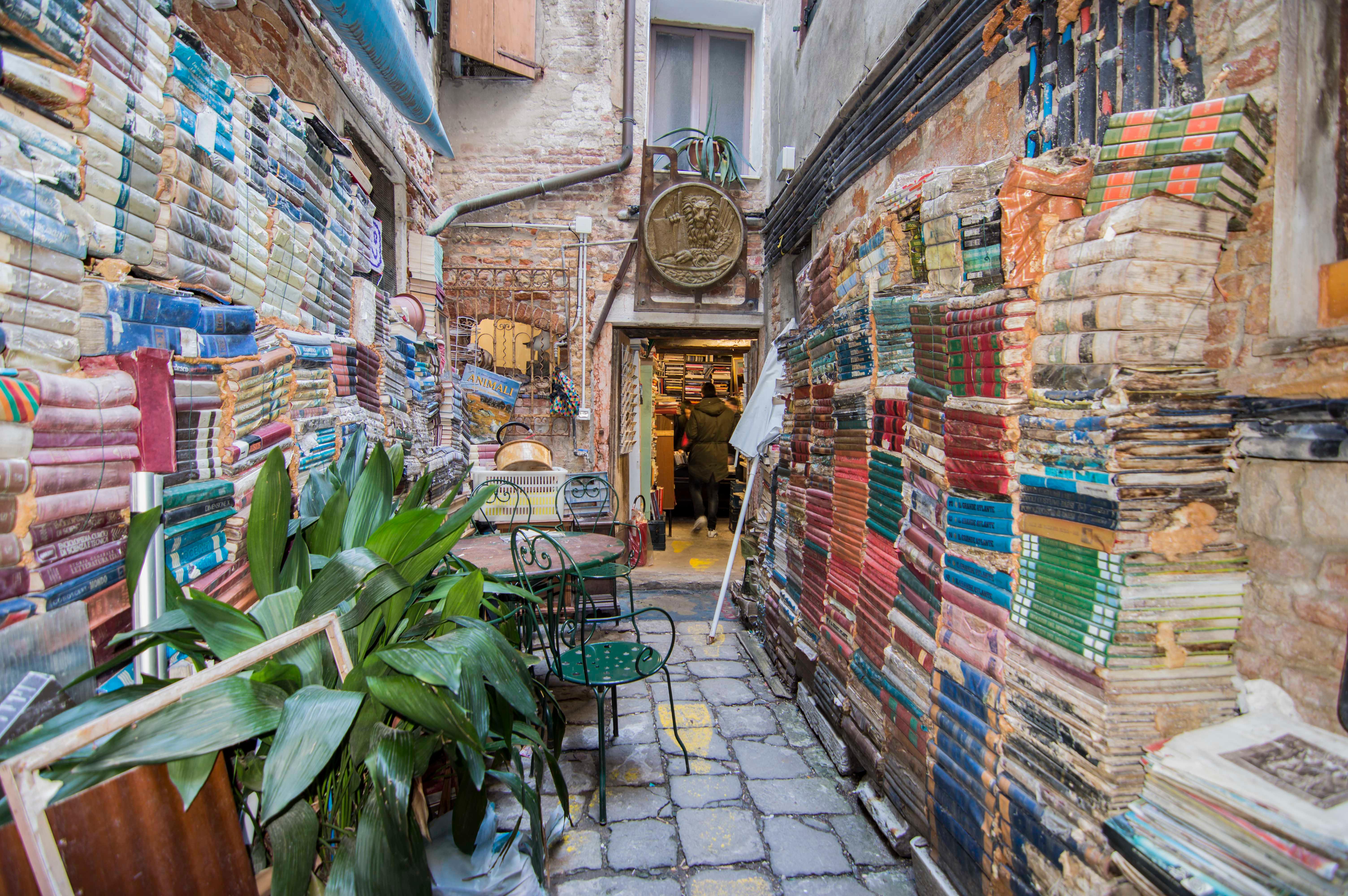 Libreria-Acqua-Alta-a-Venezia-4