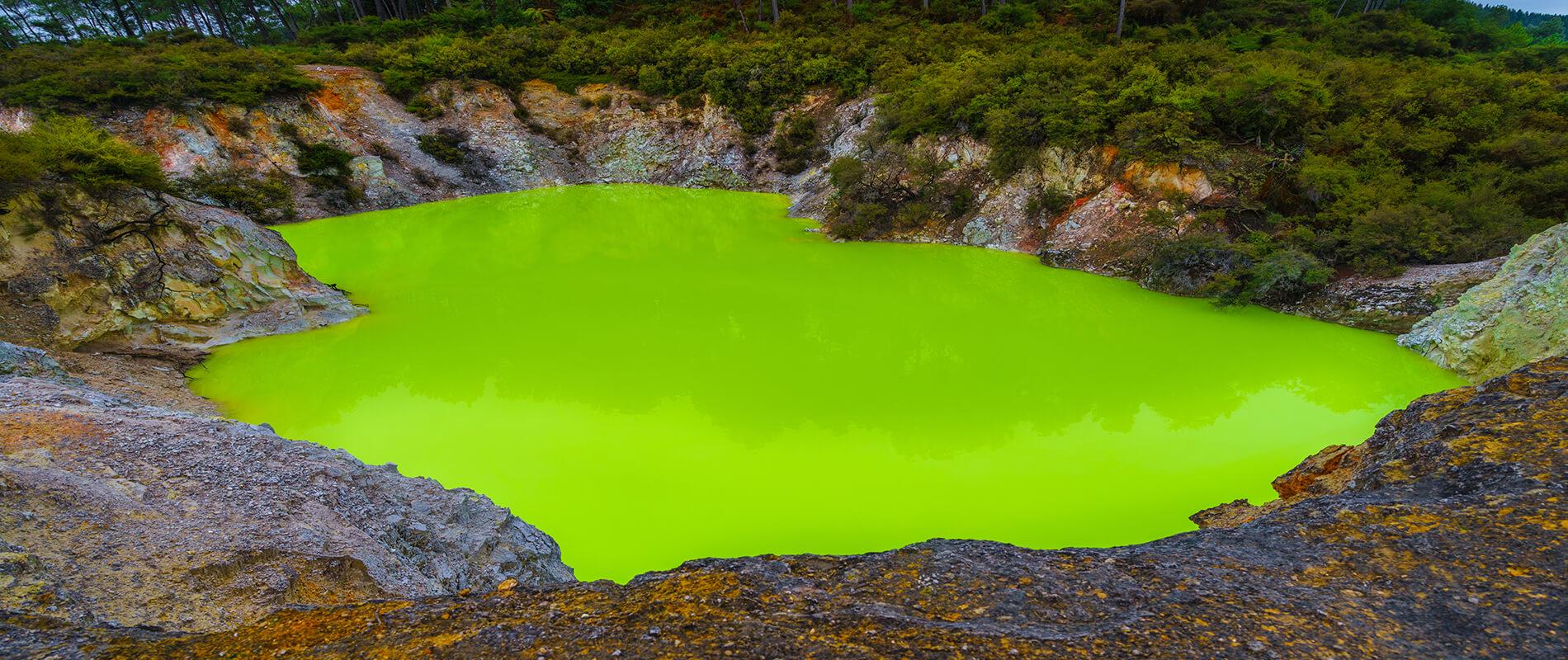 Devil's Bath, lo stagno verde acido della Nuova Zelanda